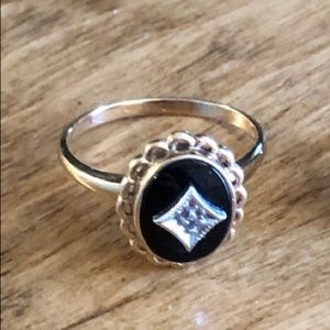 10k gold and onyx ring in size 6